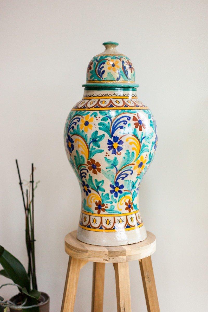 Eine bunte Vase, welche Beni geschenkt bekommen hat