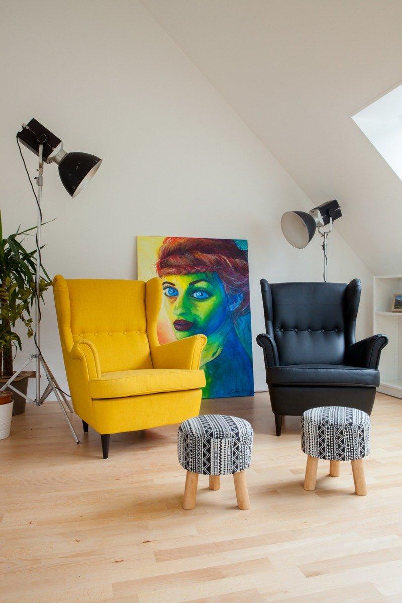 Ein selbstgemaltes Portrait von Sarah ziert das Dachzimmer