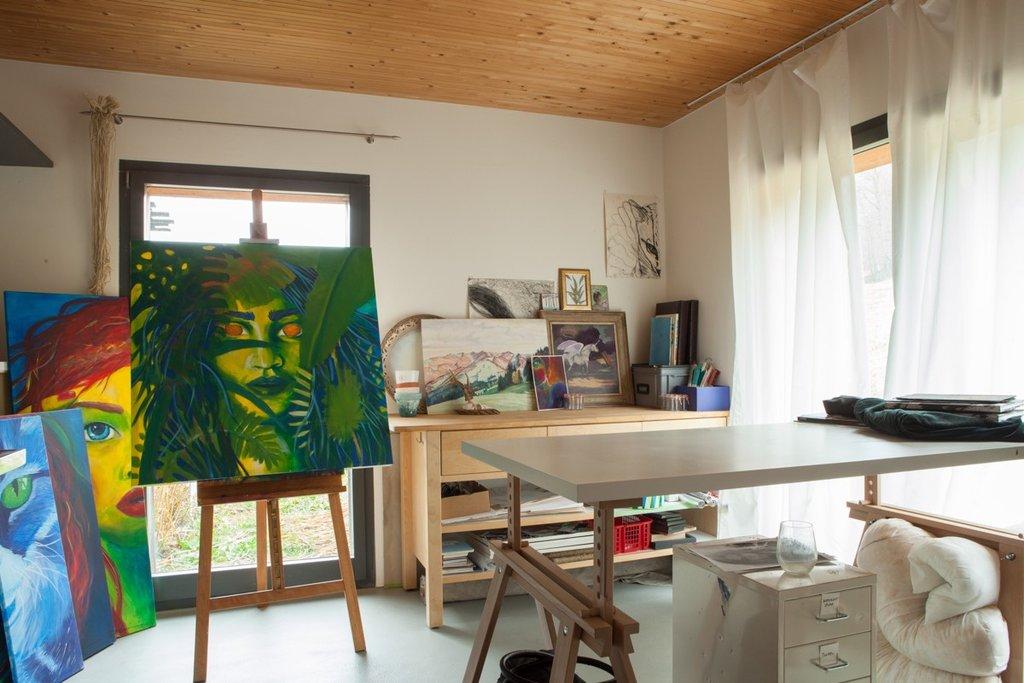 L'atelier de peinture personnel de Sarah a enfin trouvé sa place dans la maison.