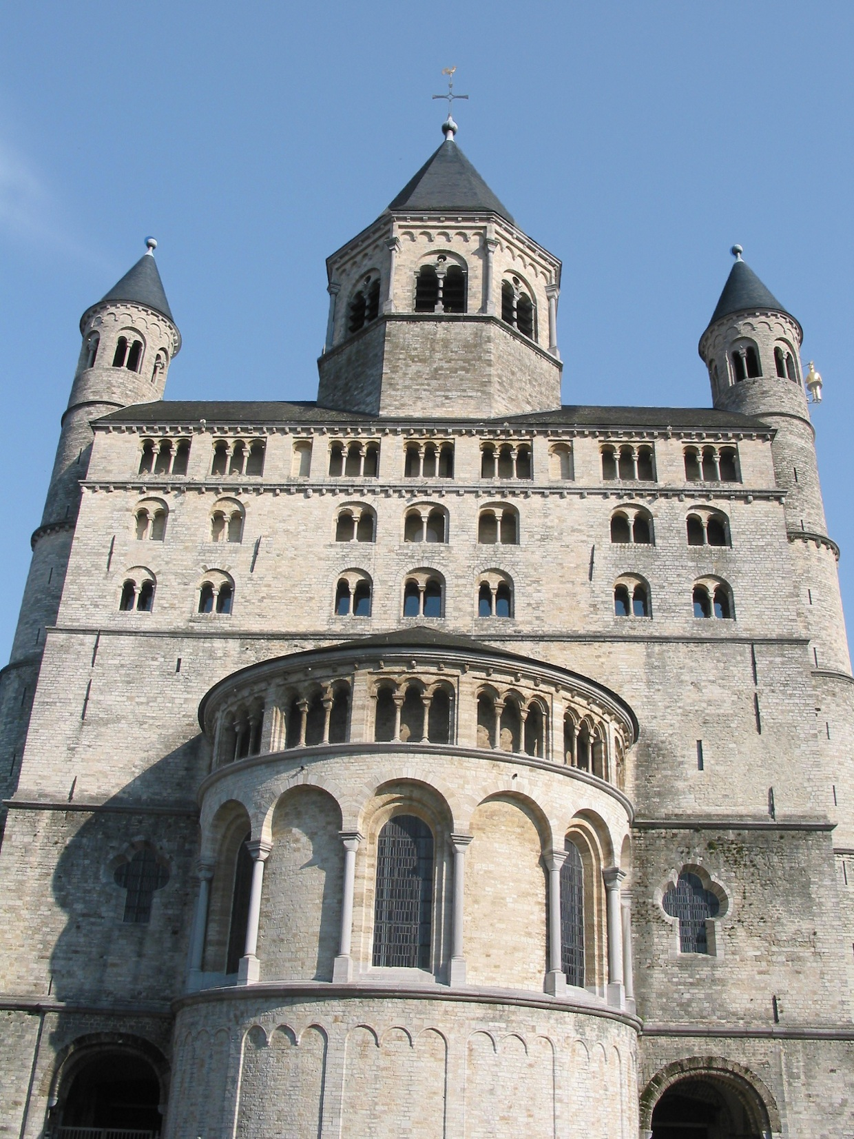romanesque architecture the collegiate church at nivelles
