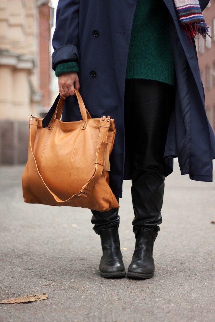 Myydään Lumi Laukku : Miesten takissa aamukahvilla