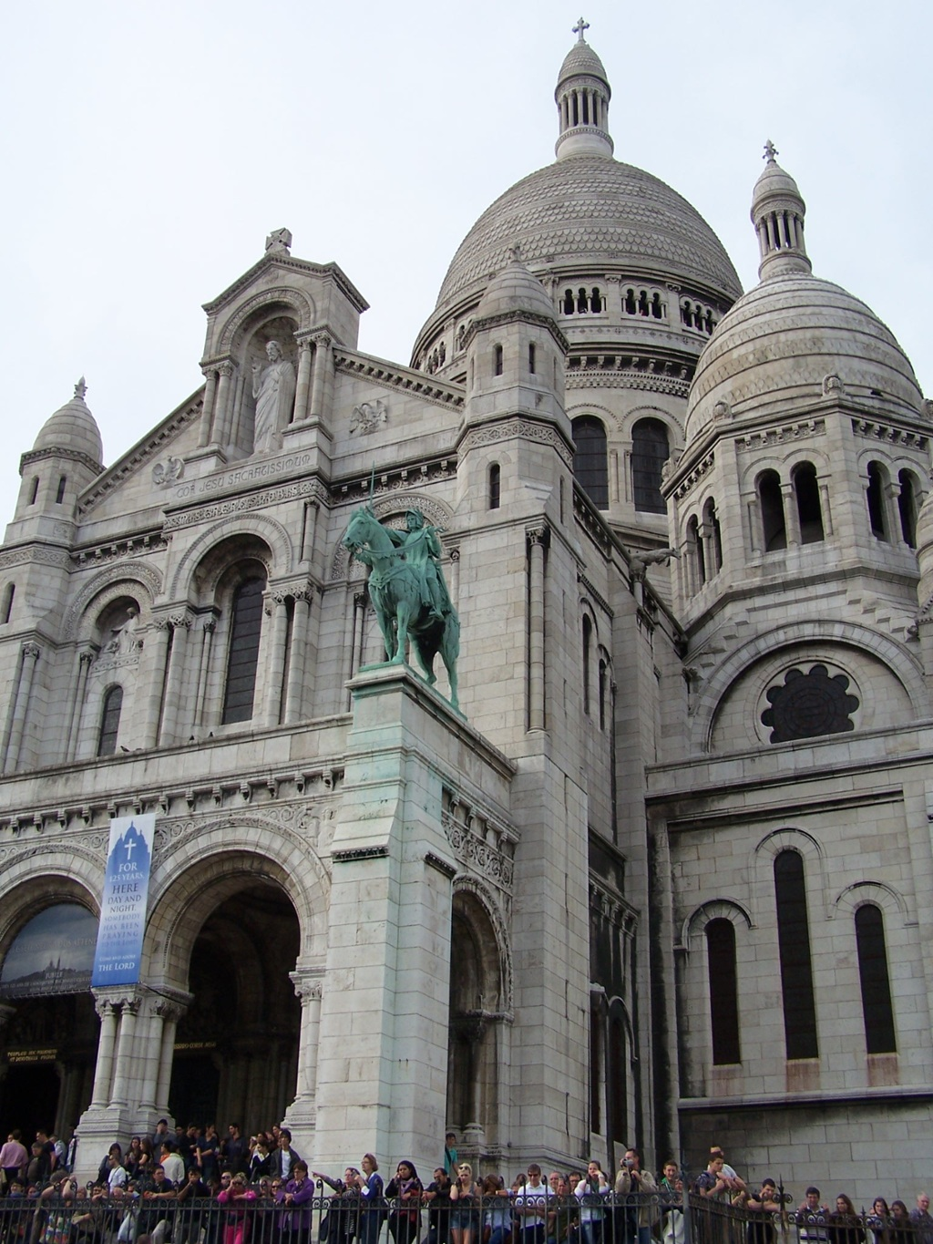 Sacre Coeur and Romanesque Architecture by lfonte