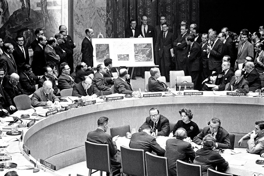 a report on the united states and the cuban missile crisis in the 1960s