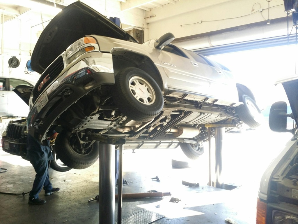 Auto shop cover up family left with thousands of dollars in damage after suv falls off lift nbc bay area