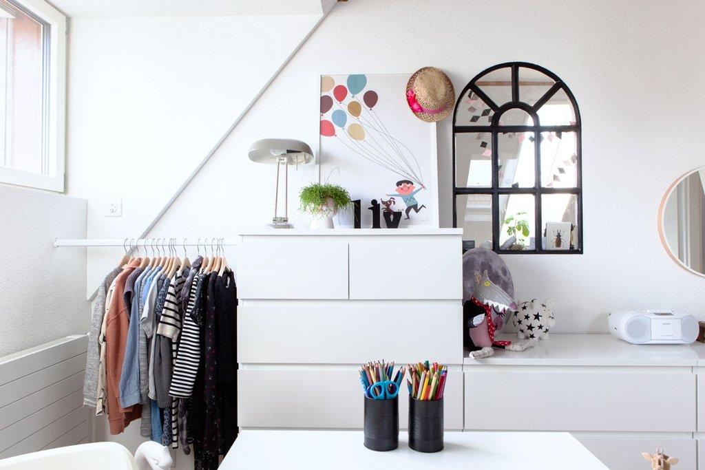 Konstruierter Kleiderschrank mit MALM Kommoden und einer ALGOT Kleiderstange.