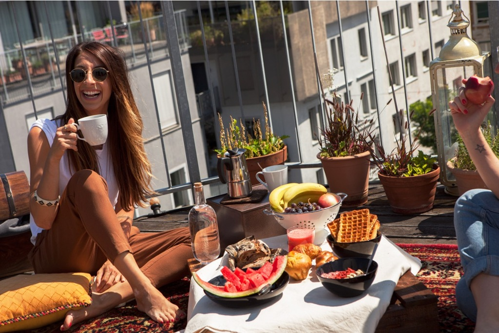 Sunday brunch on the sunny rooftop terrace in the heart of Zurich