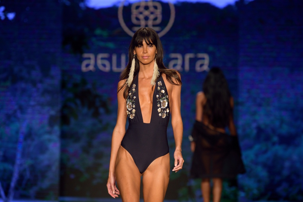 """f6431820d En fotos  Las pasarelas latinas en el evento de trajes de baño """"Paraíso"""""""