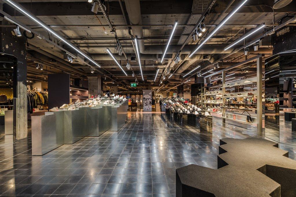 516fc035d9d79b Drohnen und Ugly Sneakers  Ein Blick in die Zukunft des Einkaufs bei The  KaDeWe Group