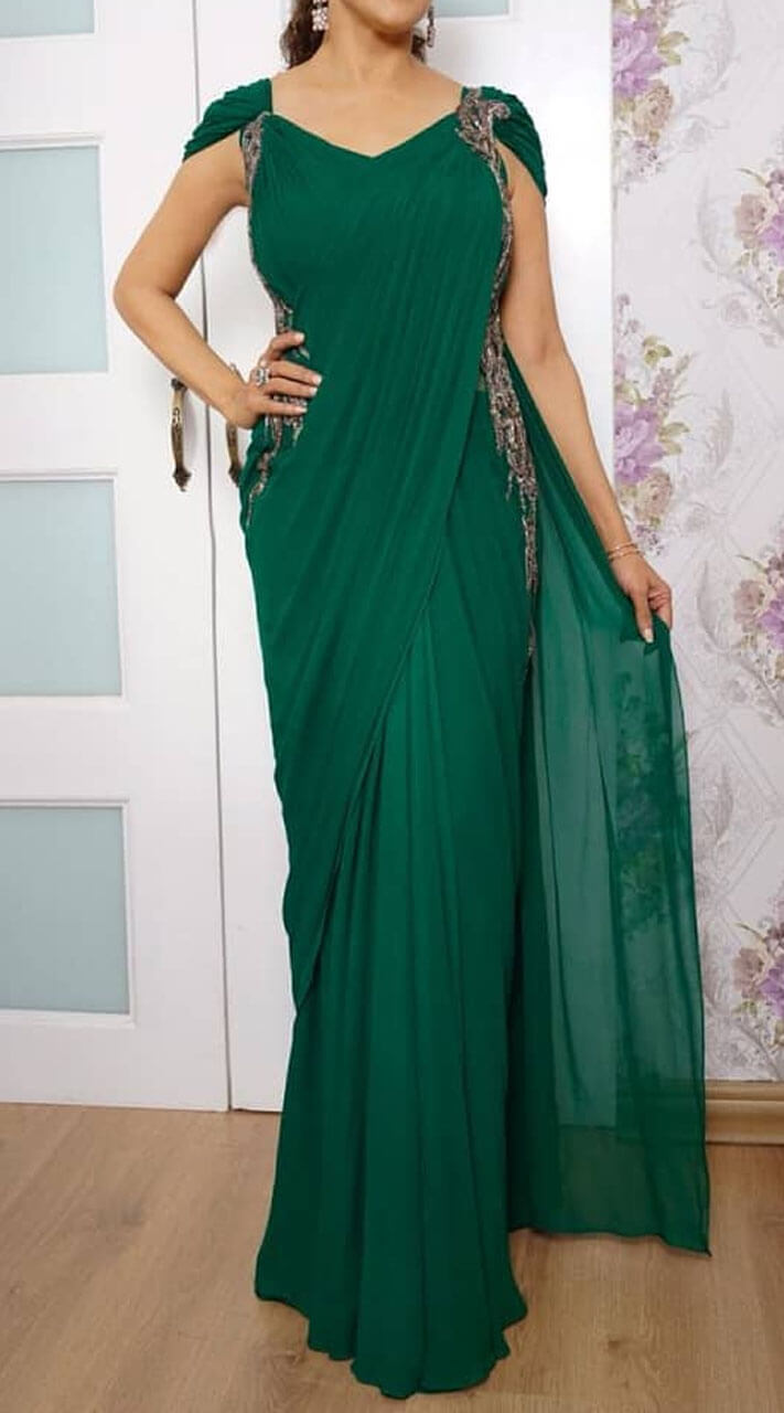 50d887bd833d0 Charming Georgette Emerald Green Saree Style Gown