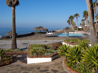 Las Gaviotas Pool Overlooking The Surf