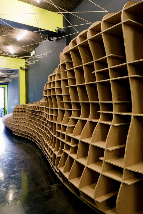 cardboard store and bar in lisbon by pedro campos costa. Black Bedroom Furniture Sets. Home Design Ideas