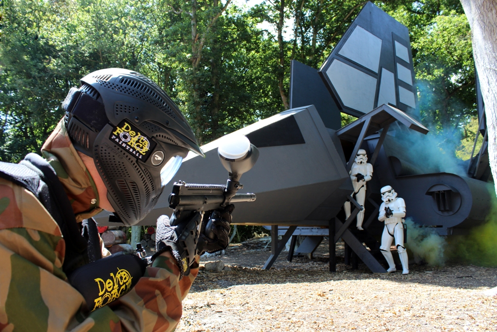Player shoots at Stormtroopers dismounting Imperial shuttle