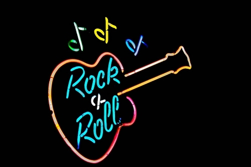 an analysis of musicians in the rock and roll scene This approach is, in some ways, an extension of the visual analysis of rock and roll when rock and roll burst on the scene in the mid-50s, with artists such as chuck berry leading the pack this lesson offers six distinct ways to study and understand rock and roll music.