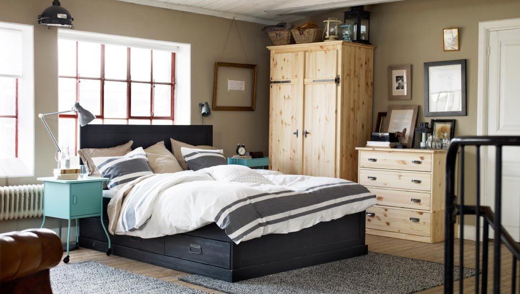 dans ma chambre coucher il y a. Black Bedroom Furniture Sets. Home Design Ideas