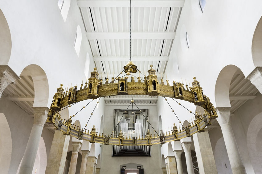 The Hezilo chandelier