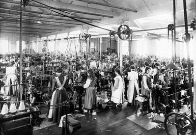children working in the factories during the During the early 1800s, an additional job opportunity arose for women -- factory work most ohio men had no desire to work in factories under the direction of another man they preferred to be their own bosses, whether as farmers, storekeepers, blacksmiths, or as some other type of businessmen.