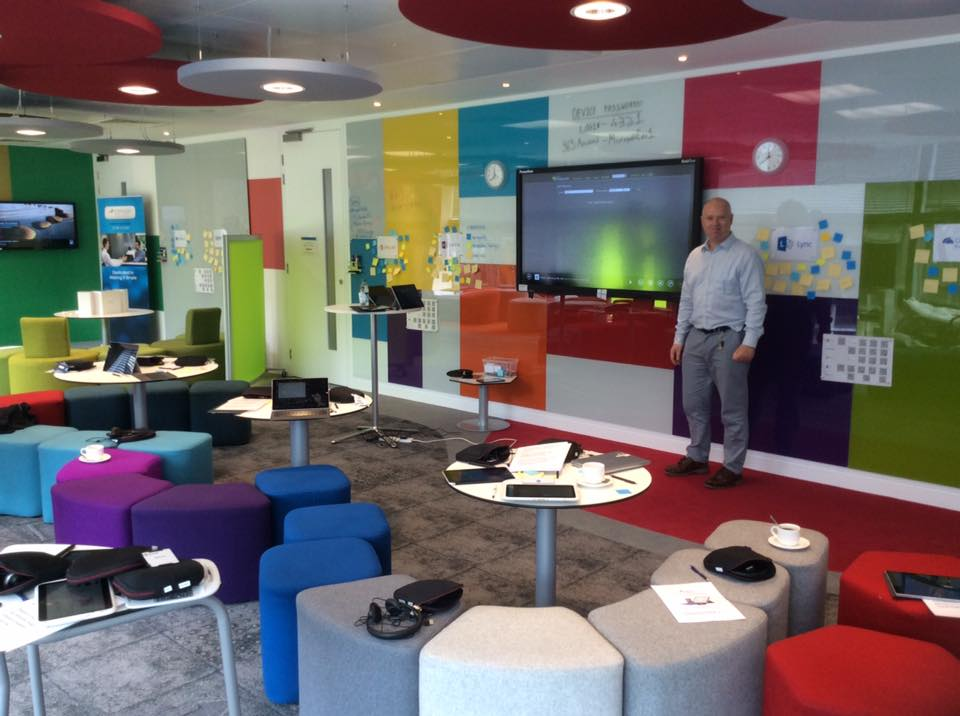 Innovative Classroom Lighting ~ Showcase classroom for mobile learning