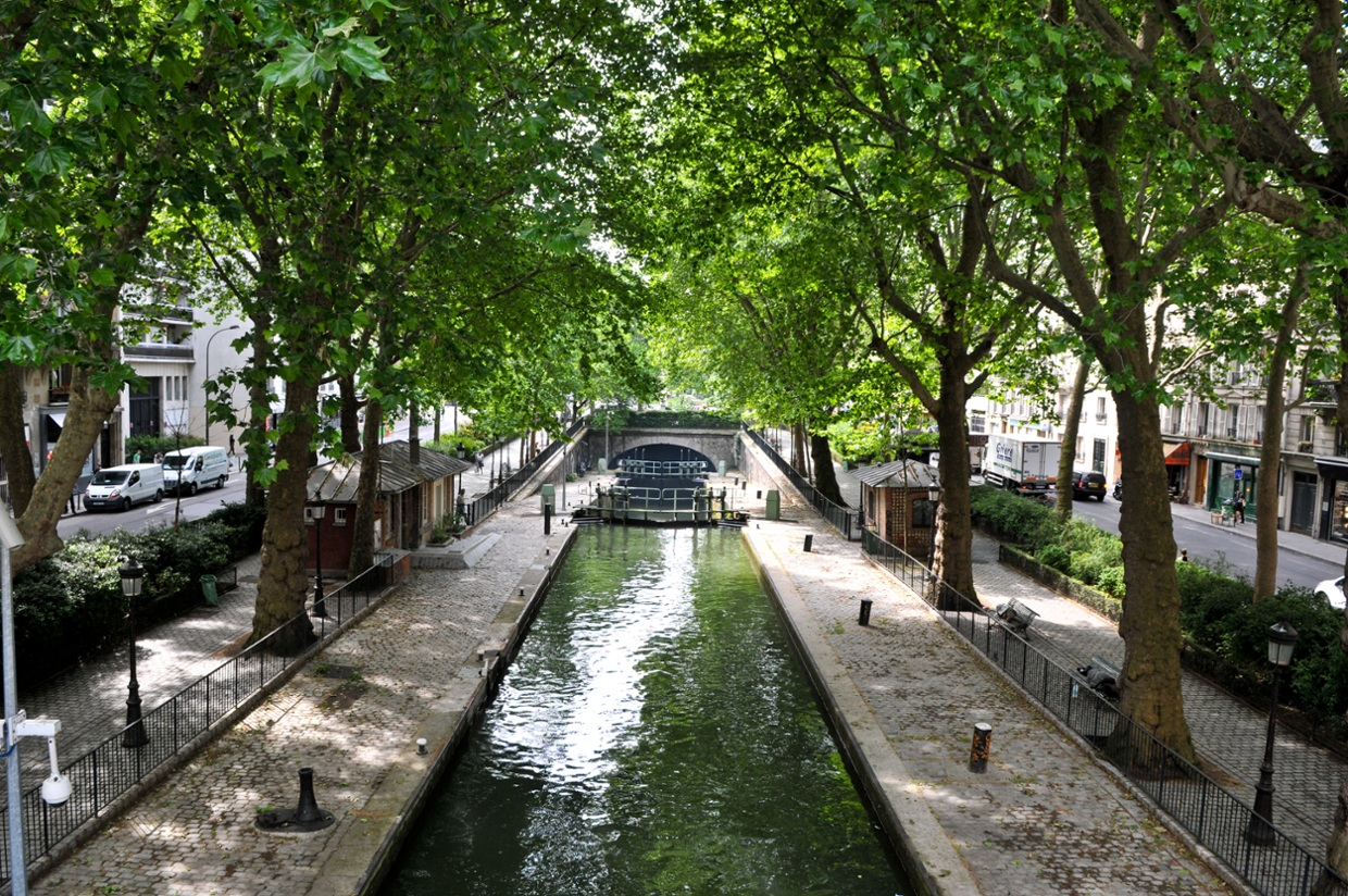 the canal saint martin is a 4 5 km long canal in paris i. Black Bedroom Furniture Sets. Home Design Ideas