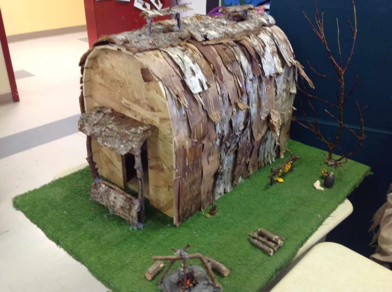 La maison longue des iroquoiens en 1500 thinglink for Maquette de maison
