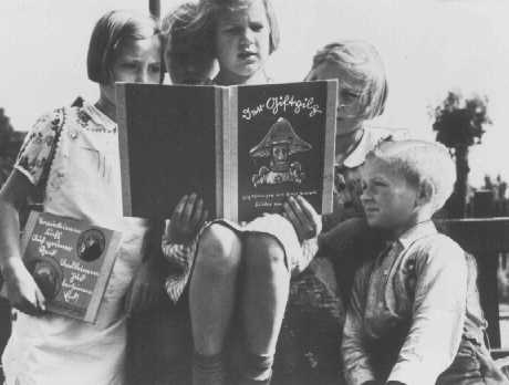 the use of propaganda in adolf hitlers book mein kampf Propaganda in the war was a means to an end, and the end wvas the struggle for the existence of the german people consequently, propaganda could only be considered in accordance with the principles that were valid for this struggle.
