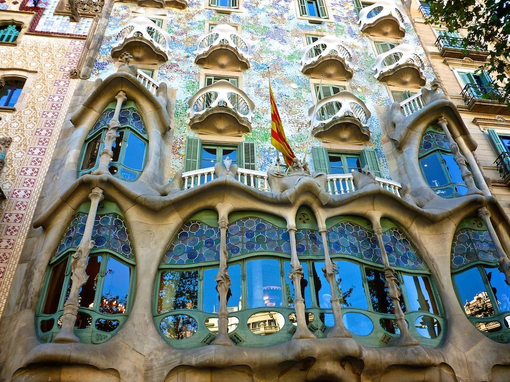 Art nouveau architecture had naturalism was powerfully li Art nouveau arquitectura