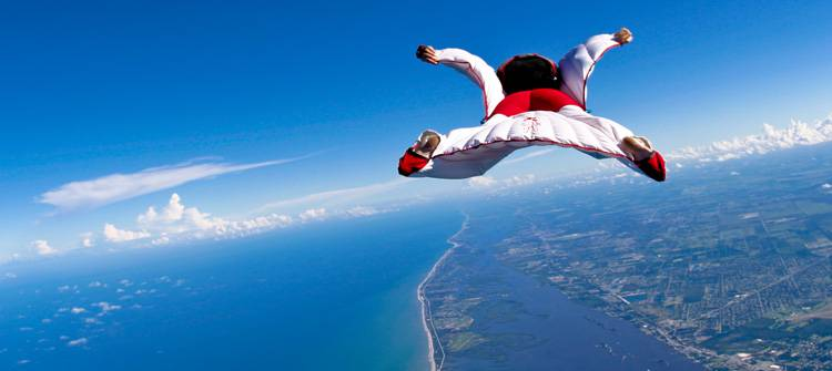a report on sky diving Three people have been killed in a skydiving accident at mission beach in the state's far north file picture qld news three people dead in skydiving report.