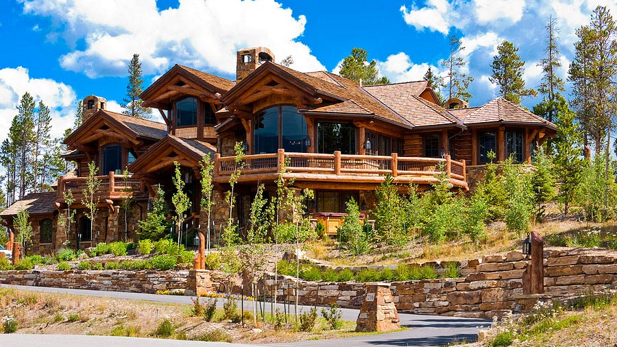 Yo corro en el camino yo vivo en la casa grande yo mi for Large luxury log homes