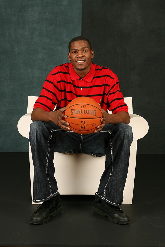 8945331adb3 How to Dress Like Kevin Durant (In 2009)