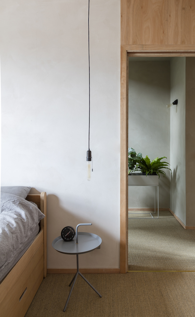 Clay House bedroom by Simon Astridge Architecture Workshop