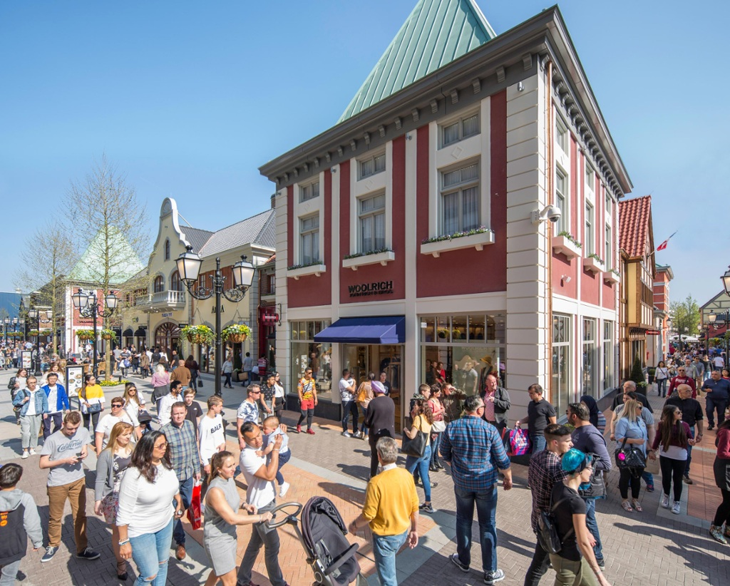 In bildern mcarthurglen erweitert designer outlet roermond for Design outlet