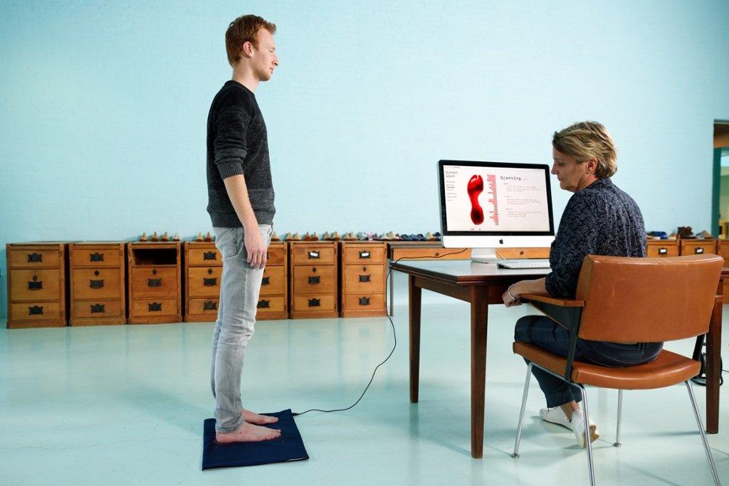 In beeld: zo worden gebreide schoenen en 3D-geprinte schoenen gemaakt