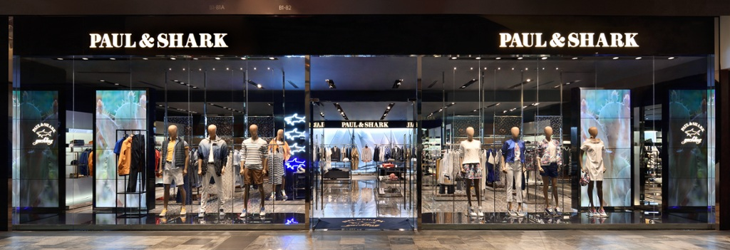 In foto: lo store Paul&Shark a Singapore
